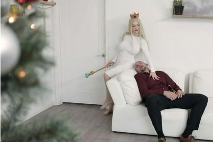Kicsi lány nagy faszon szex - Karácsonyi baszás