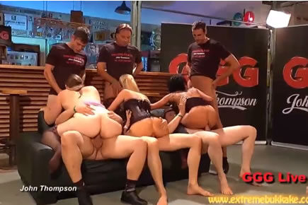 Gruppenszex - kocsma gangbang